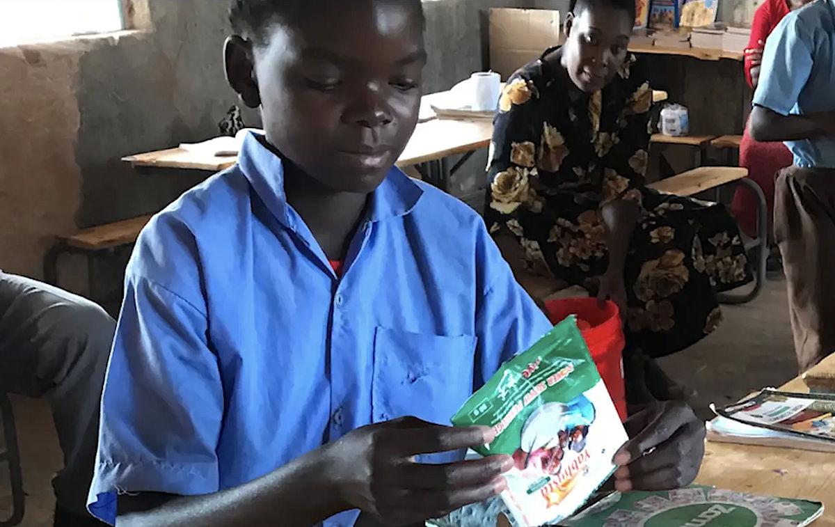 Nhlaisa, children, eating, porridge